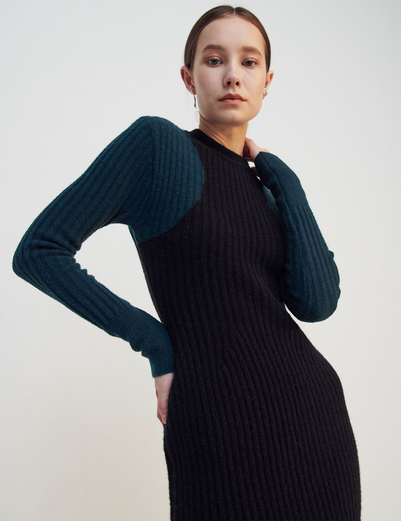 COLOR-BLOCK RIBBED DRESS